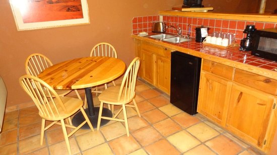 Red Cliffs Lodge: the kitchenette area may leave much to be desired