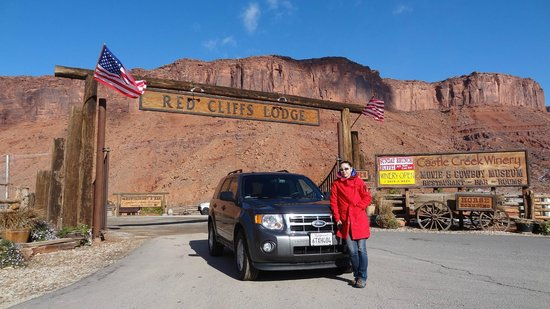 Red Cliffs Lodge: the entrance to teh lodge