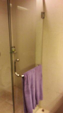 Aston Cengkareng City Hotel & CC: Bothroom