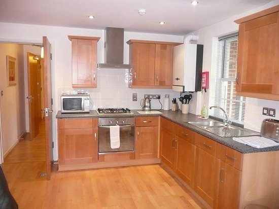 Home Court Serviced Apartments: Home Court Apartment 1 Kitchen