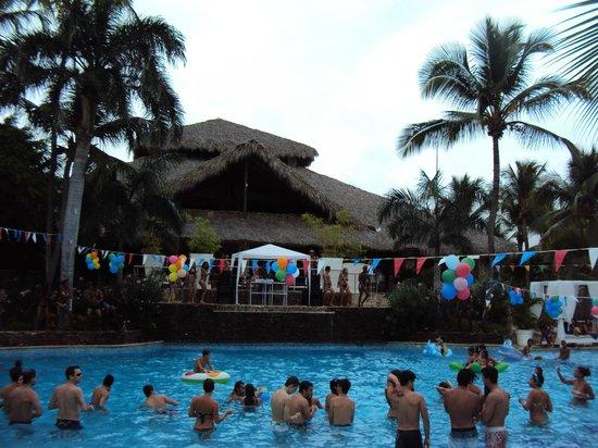 Viva Wyndham Dominicus Beach : festa in piscina