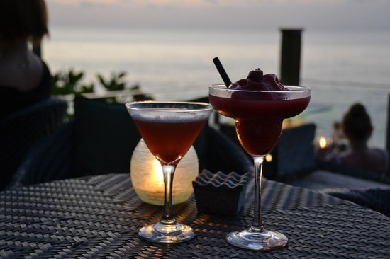 AYANA Resort and Spa: Rock Bar