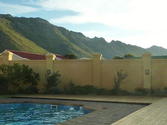 Cap Ou Pas Cap Guesthouse: Terras met zwembad