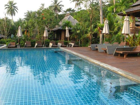 Phu Pi Maan Resort & Spa: Shared pool