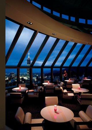 Shangri-La's Far Eastern Plaza Hotel Taipei: Marco Polo Lounge (38F)