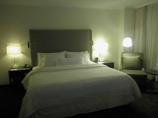 The Westin Grand Berlin: Bed Room
