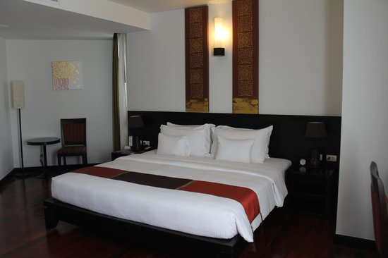 Tara Angkor Hotel: Big bed!