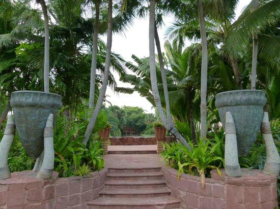 Anantara Hua Hin Resort: Weg zum Lagoon Pool