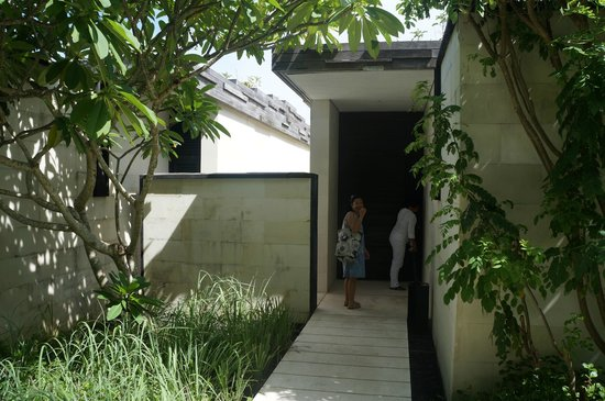 Alila Villas Uluwatu: Villa entrance