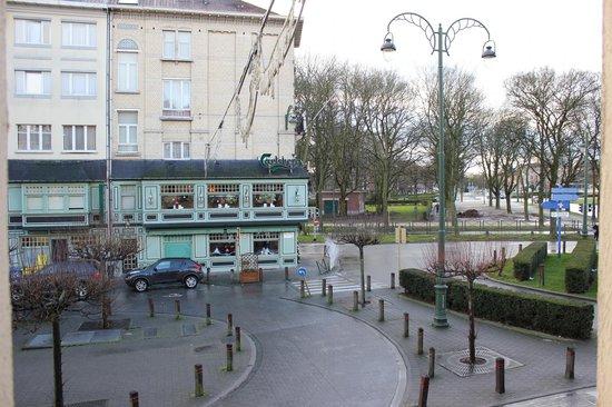 Hotel Frederiksborg: Vue de l'hôtel et du restaurant depuis notre chambre à l'annexe