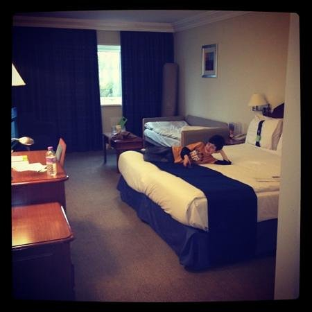 Holiday Inn Aylesbury: our king bed
