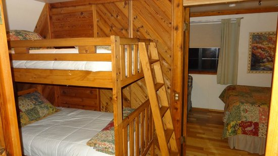 Yosemite Bug Rustic Mountain Resort: Barn sudion kids room