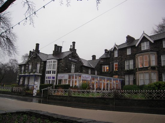 Waterhead Hotel: the hotel