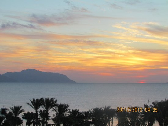 Four Seasons Resort Sharm El Sheikh: Sunrise From Room 110