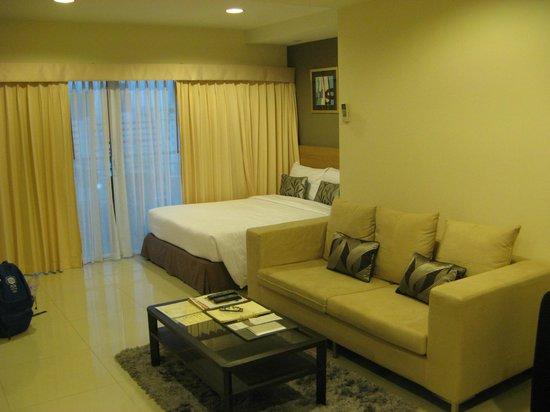 Viva Garden Serviced Residence: Living and sleeping area
