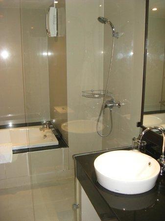 Viva Garden Serviced Residence: Bathroom