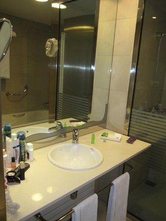 Ayre Hotel Caspe: Bathroom