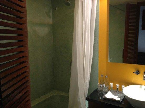 Mercure Kuta Bali: standard bathroom