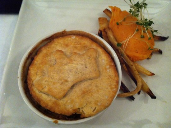 The Kings Head: Turkey, Mushroom and Bacon Pie