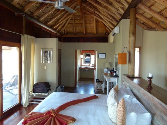Buffalo Ridge Lodge: Spacious room