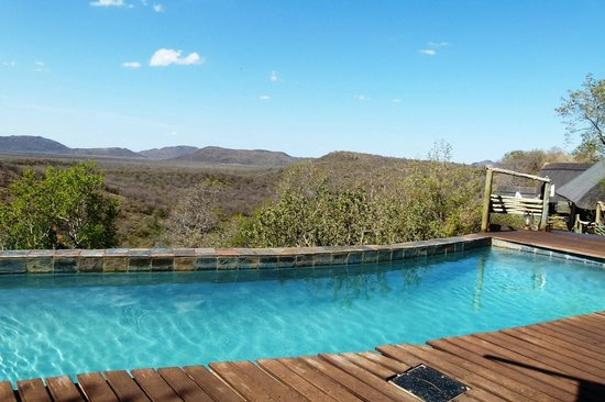 Buffalo Ridge Lodge: Inviting Pool with a view