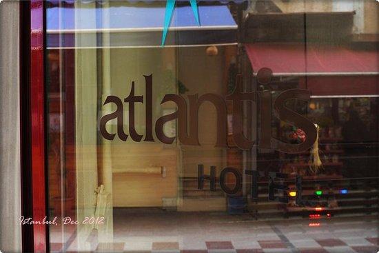 Atlantis Hotel: Entrance