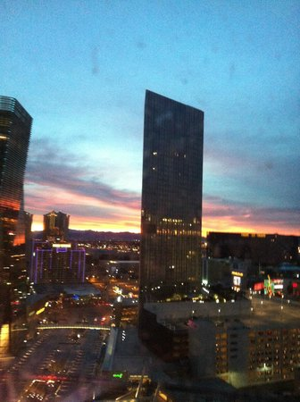 Aria Hotel & Casino: 6am dawn view from room 23014!