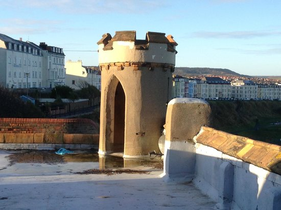 The Castle By The Sea: roof balcony