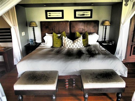 Lion Sands - Tinga Lodge: Bedroom area with a beautiful King size bed. So comfortable!