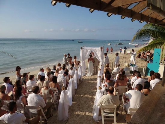 Sea Splash Resort: Wedding Ceremony on the beach