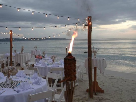 Sea Splash Resort: Wedding Recepton on the beach