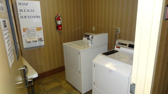 Holiday Inn Express Hotel & Suites Hollywood Hotel Walk of Fame: laundry facilities