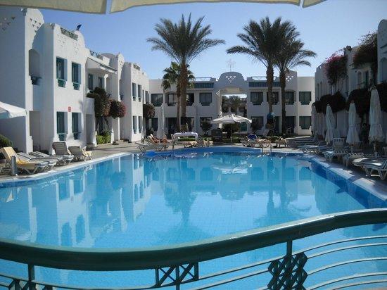 Falcon Hills Hotel: Basen