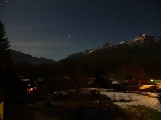 Pension Quellenhof-Peter: Vue de la chambre (nuit)