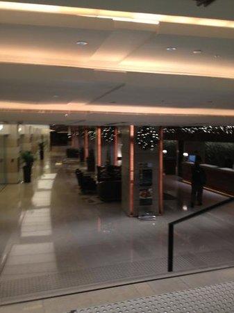 โรงแรมมาโคโปโลฮ่องกง: Front Entrance Marco Polo Hong Kong