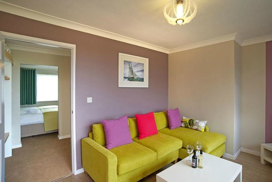 Warner Leisure Hotels - Corton Coastal Holiday Village: Premier Suite Lounge