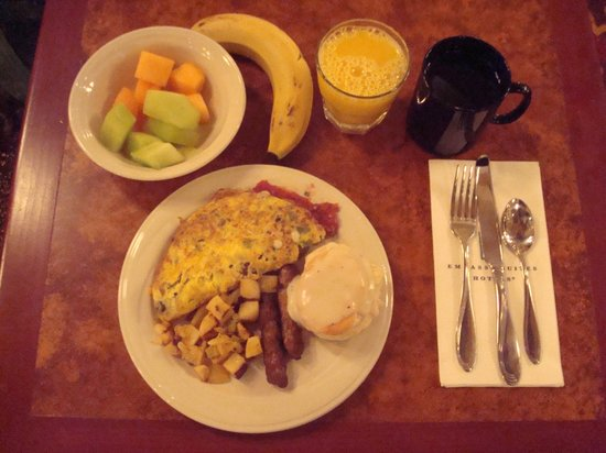 Embassy Suites by Hilton Lincoln: Breakfast