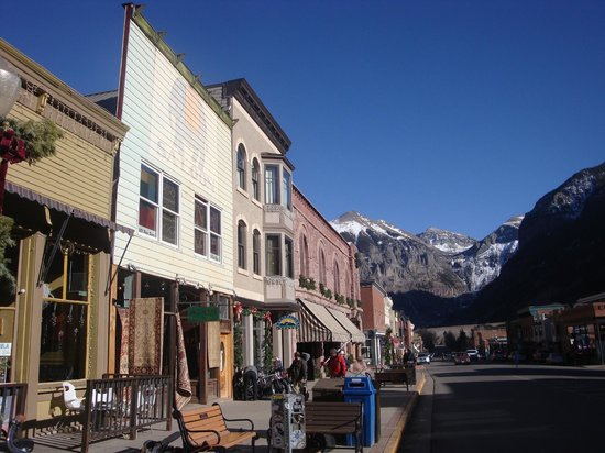 Brown Dog Pizza: Main Street of Telluride , Brown Dog on the Right !!!