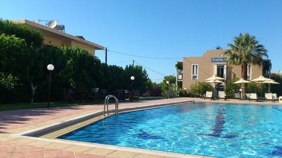 Hotel Peli - widok z nad basenu