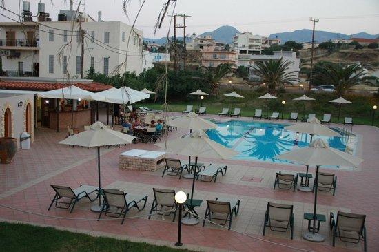 Hotel Peli: Basen i bar z góry