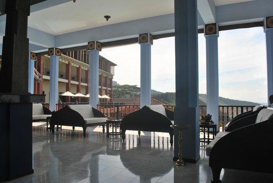 Amaya Hills: Lobby