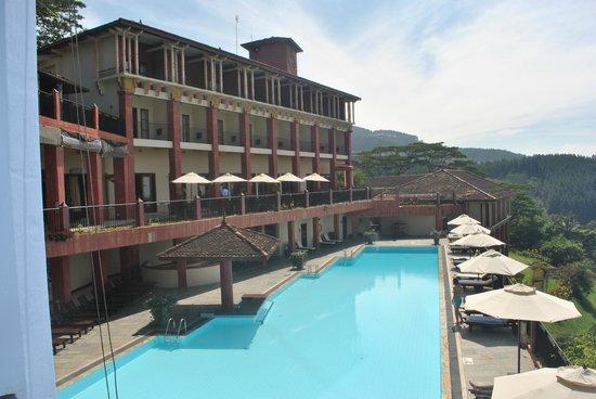 Amaya Hills: Huge pool