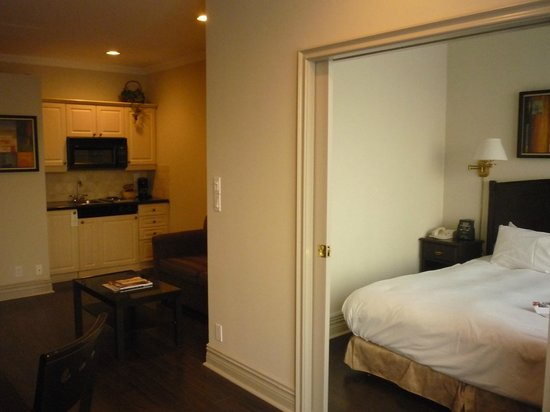 Grand Hotel Toronto: bedroom, kitchenette