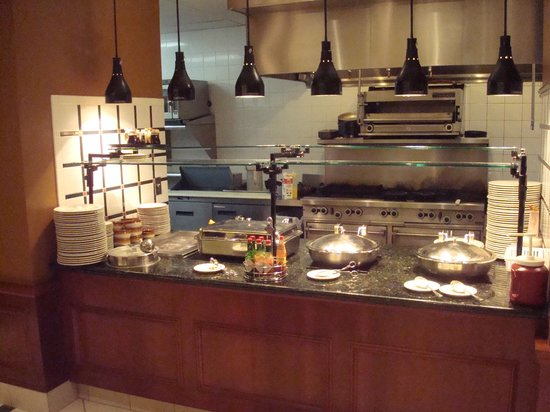 Hilton Garden Inn Laramie: Kitchen of the dining area