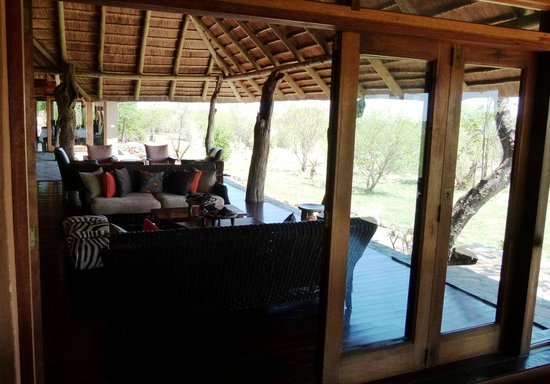 Rhulani Safari Lodge: Lodge lounge