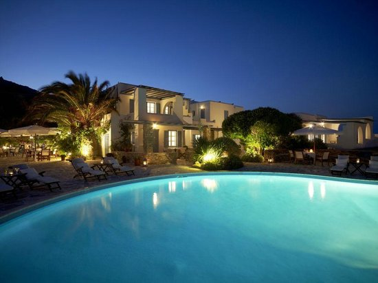 Villa Marandi Luxury Suites: Villa Marandi in the evening