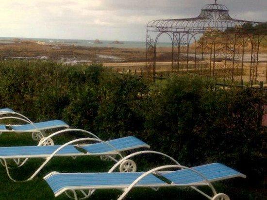Résidence Odalys Domaine des Roches Jaunes : La vue de la piscine