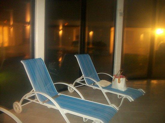 Résidence Odalys Domaine des Roches Jaunes : la piscine le soir du 31
