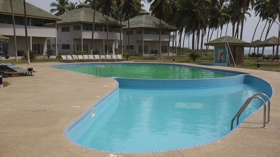 Green water in the pool, clean water for the children ...