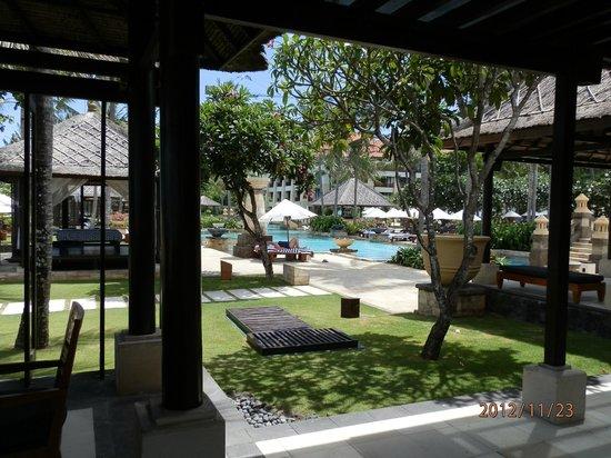 Conrad Bali: beach cafe